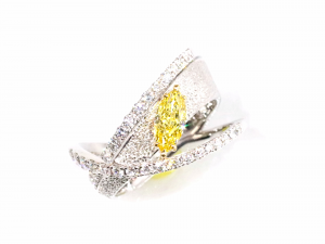 カラーダイヤモンドLuciole Collection 069